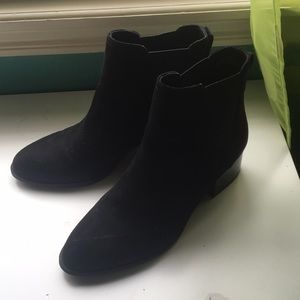 Black ankle small heel boots